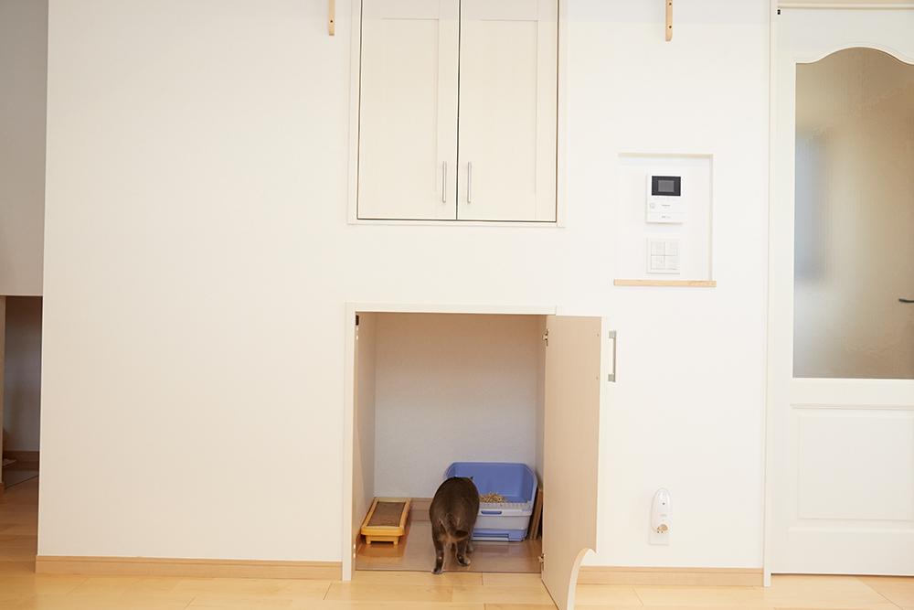 猫用トイレ 扉と換気扇付きで匂いも気になりません