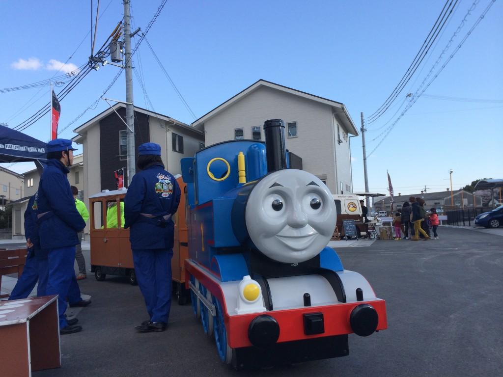 加古川市安田イベントの機関車トーマス出発