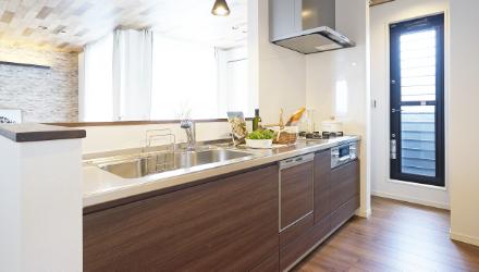 キッチン、バスルーム等の標準仕様の設備を確認できる