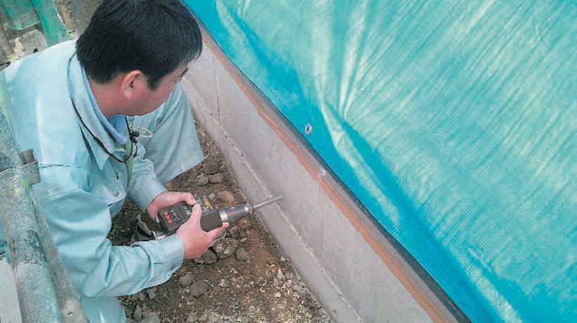 シュミット検査(コンクリート強度を確認)