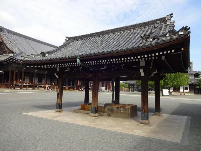 西本願寺・手水舎2