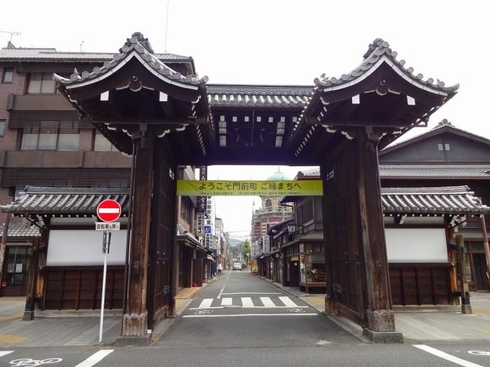 西本願寺・総門2