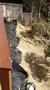 斜面に花壇柵の設置