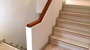 玄関近くの階段のリフォーム