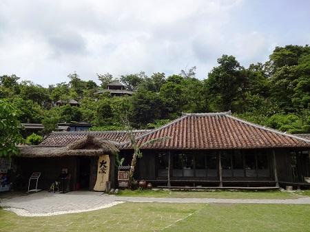 沖縄の古民家ダイニング