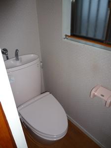 交換前のトイレです