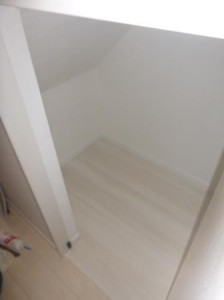 階段下収納フローリング