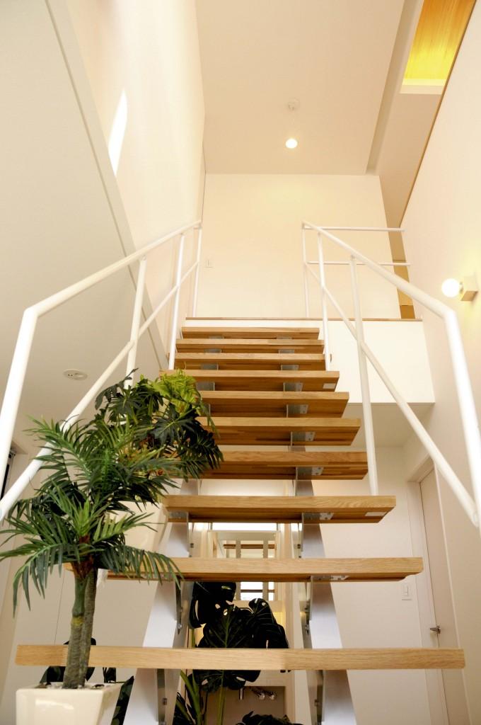 素材感の家_階段
