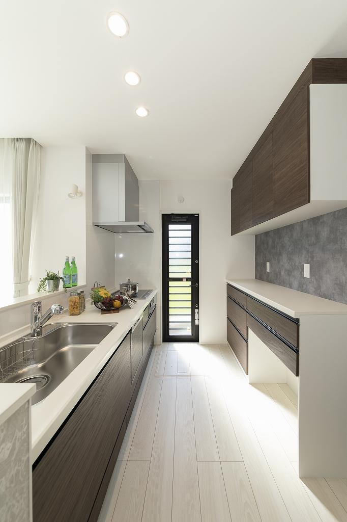 ■キッチン<br /> 帰宅後のキッチンへのアクセスも良好です。