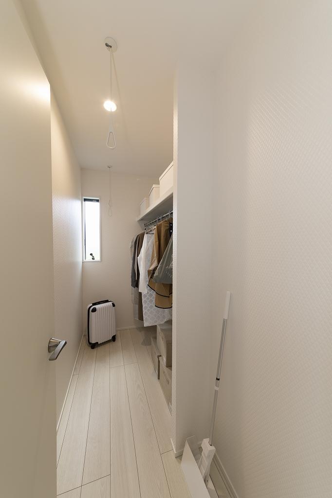 ■ウォークインクローゼット<br /> 部屋着に着替えておうちモードに。